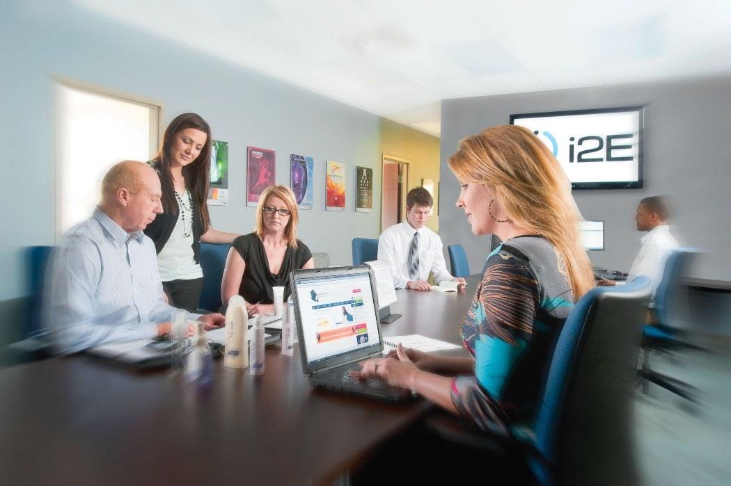¿Te estás planteando la creación de un departamento de marketing en tu empresa? ¡Considera externalizarlo!